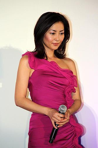 紫ドレス中山美穂