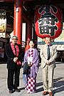 吉永小百合「おとうと」ヒット祈願で浅草寺へ 観光客1500人仰天