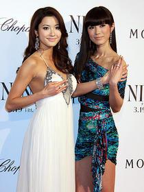 ミスユニバースジャパン現代表の板井(右) 前代表の宮坂が華麗なツーショット「NINE」