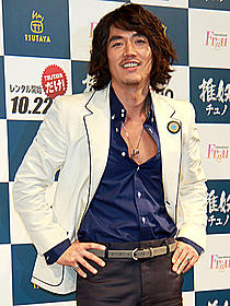 映画では「火山高」などで知られるチャン・ヒョク