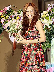 花束はラッキーな女性客がゲット「誓い」