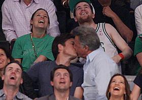 観客席を盛り上げた2人の熱烈キス