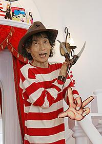 ウメディがボーダー+鉤爪でポーズ「エルム街の悪夢」