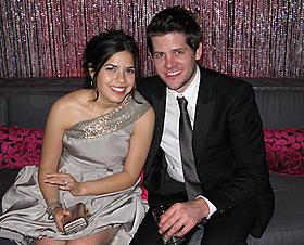 ベティが長年の恋人と婚約