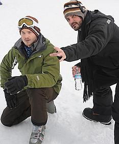 撮影中のグリーン監督(右)「フローズン」