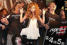 渋谷の街にゾンビが出現「バイオハザードIV アフターライフ」