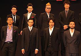 男だらけの舞台挨拶は全員がダークスーツ姿「十三人の刺客」