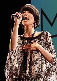 デビュー曲で話題の映画の主題歌に「NECK ネック」