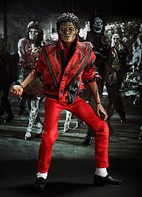 マイケルのダンスが絶妙にマッチ!「スリラー」