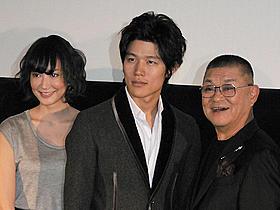 鈴木と財津が、孫と祖父役で共演「ふたたび swing me again」