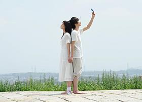 初共演となった尾野真千子と郭智博「心中天使」