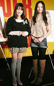 原作者のみひろ(左)と主演の渡辺奈緒子「nude」