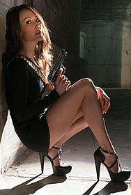 美しすぎる暗殺者ニキータに扮するマギー・Q「ニキータ」
