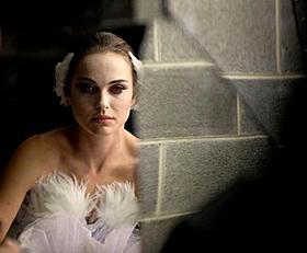 バレエシーン成功の立役者は日本人バレエダンサー「ブラック・スワン」