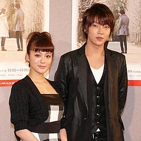 超新星ユナク(右)、日本のドラマに初出演