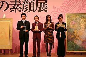 登壇した(左から)日本電波塔株式会社の前田伸社長、 片岡鶴太郎、工藤静香、八代亜紀「手塚治虫のブッダ 赤い砂漠よ!美しく」