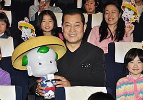 好きな食べ物について子どもから質問され 「おすしですね」と快活に答えた松平健「豆富小僧」