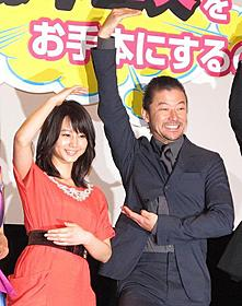 観客500人と一緒に「シェー」「これでいいのだ!! 映画★赤塚不二夫」