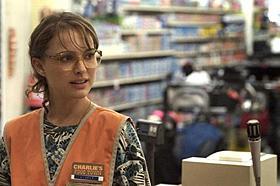 バレリーナのプリマから一転、さえないスーパーの店員に「メタルヘッド」