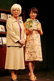 児童文学トークを披露した中川季枝子と阿川佐和子