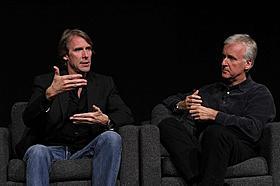 ベイとキャメロン、3Dの巨匠2人が熱く語り合う「トランスフォーマー ダークサイド・ムーン」