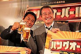 赤ら顔でトークショーを行った山本譲二と吉幾三「ハングオーバー!! 史上最悪の二日酔い、国境を越える」