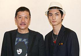 息の合ったトークを見せた 奥田瑛二と高良健吾「長い散歩」