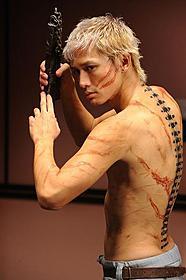 背骨役を演じる安藤政信「スマグラー おまえの未来を運べ」