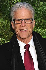 「CSI」主役を務めるテッド・ダンソン「チアーズ!」