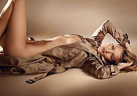 トランスフォーマー新ヒロインのセクシー広告「トランスフォーマー ダークサイド・ムーン」
