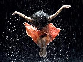 ピナ・バウシュの舞踊が3Dで公開「ベルリン・天使の詩」