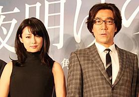 不倫は映画の中だけで!と訴える深田恭子と岸谷五朗「夜明けの街で」