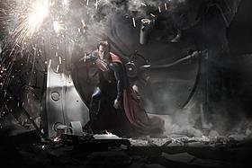 全身タイツからカッチリスーツに「スーパーマン」