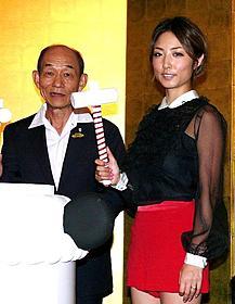 「カンフー・パンダ2」舞台挨拶に登壇した 笹野高史とMEGUMI「カンフー・パンダ2」