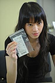 謎の帰国子女・青池里子を演じる栗山千明「劇場版 SPEC 天」