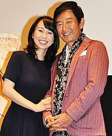変わらずのアツアツぶりを見せつけた石田夫妻「親愛なるきみへ」
