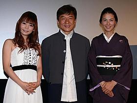 東京国際映画祭・特別オープニング作品「1911」の舞台挨拶に 立った(左から)中川翔子、ジャッキー・チェン、江角マキコ「1911」