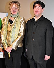 舞台挨拶に立ったメアリー・ポープ・オズボーン とメガホンをとった錦織博監督「マジック・ツリーハウス」