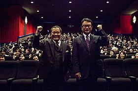仙台の劇場を訪れた三谷幸喜監督、西田敏行「ステキな金縛り」