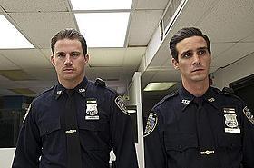 チャニング・テイタム扮する新任警官ジョナサン(左)「陰謀の代償 N.Y.コンフィデンシャル」