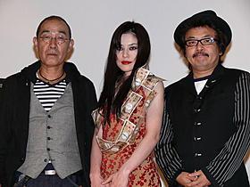 舞台挨拶に立った(左から) でんでん、冨樫真、園子温監督「恋の罪」