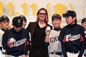 被災地の野球少年にサインボールを贈ったブラッド・ピット「マネーボール」