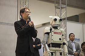 国際ロボット展に登場した矢口史靖監督とニュー潮風「ロボジー」