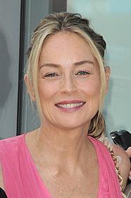 ラブレースの母親役を演じるストーン「ディープ・スロート」