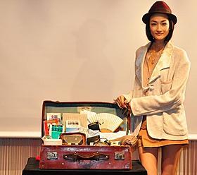 寅さん風ファッションの冨永愛「男はつらいよ」