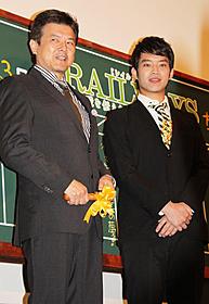 初の2ショットを披露した三浦友和&貴大「RAILWAYS 49歳で電車の運転士になった男の物語」