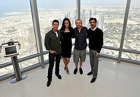 トム・クルーズ、世界最高層ビルで会見!
