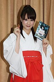 巫女姿で登場した鈴木まりや「こっくりさん 劇場版」
