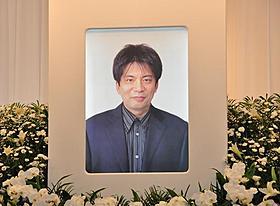 急性肝不全で死去した森田芳光監督の祭壇「僕達急行 A列車で行こう」