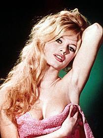 20世紀のセックスシンボルの半生を追う「素直な悪女」